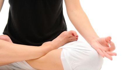 Finger, Human leg, Comfort, Joint, Wrist, Knee, Barefoot, Nail, Foot, Calf,