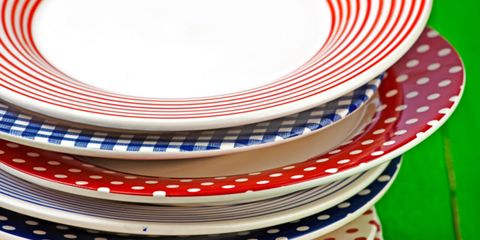 color of serving dishes can influence flavor; stack of colored plates