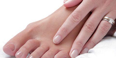 Finger, Skin, Nail, Toe, Organ, Thumb, Nail care, Close-up, Photography, Foot,