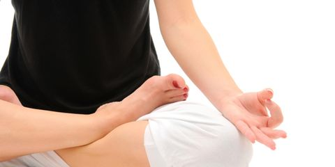 Finger, Human leg, Skin, Comfort, Joint, Knee, Barefoot, Toe, Wrist, Foot,