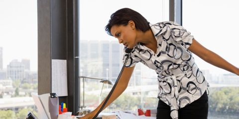 Elbow, Glass, Waist, Active pants, Desk, Transparent material, Windscreen wiper, Leggings, Office equipment,