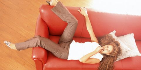 Human leg, Human body, Comfort, Textile, Knee, Thigh, Wood flooring, Laminate flooring, Hardwood, Blond,