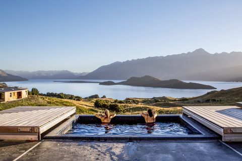 Property, House, Sky, Roof, Mountain, Swimming pool, Lake, Home, Vacation, Highland,