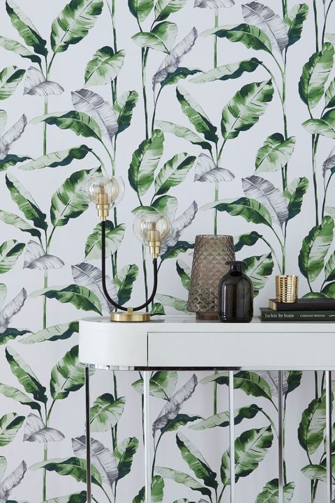 Paste the wall banana leaf wallpaper, Next