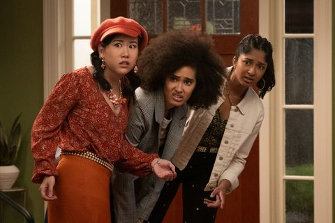 never have i ever l to r ramona young as eleanor wong, lee rodriguez as fabiola torres, and maitreyi ramakrishnan as devi vishwakumar in episode 202 of never have i ever cr isabella b vosmikovanetflix © 2021