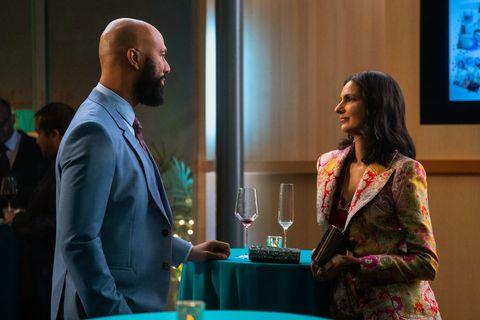 never have i ever l to r common as dr jackson and poorna jagannathan as nalini vishwakumar in episode 206 of never have i ever cr isabella b vosmikovanetflix © 2021