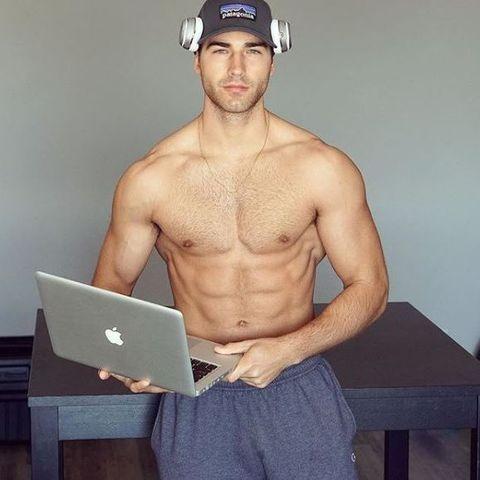 筋肉,成長,青年,大人,変化,ボディビルダー,マッチョ,筋トレ,フィットネス,トレーニング,腹筋,15歳,25歳,痩せ柄,