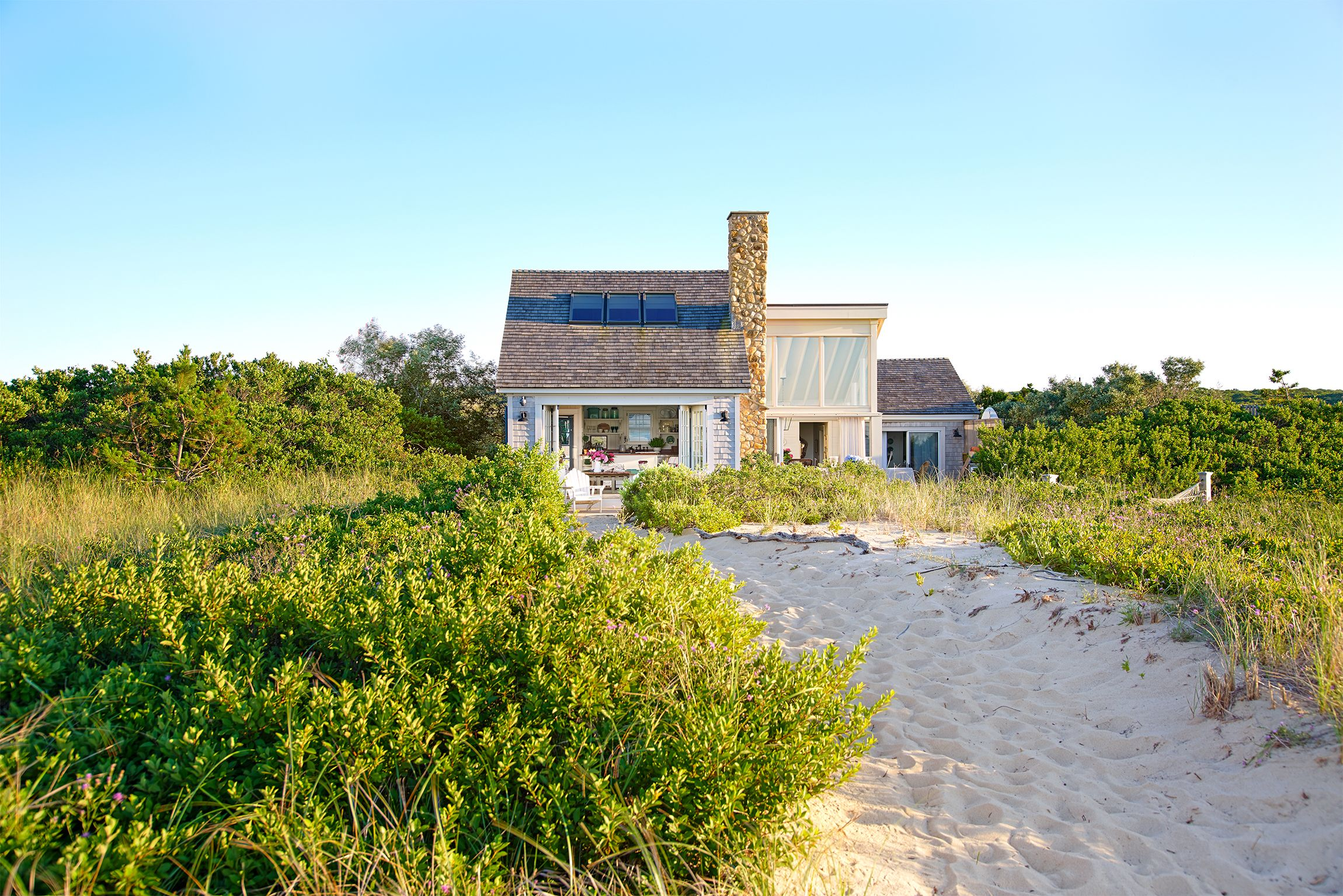 10 Colorful Beach House Decorating Ideas Martha Vineyards - Summer-decorating-ideas-with-flowers-for-your-loft