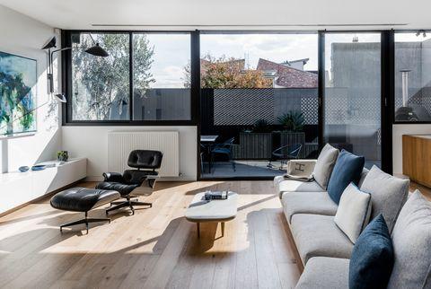 una casa minimalista en blanco y negro en melbourne