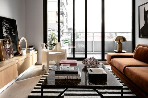 apartamento en melbourne que apuesta por colores oscuros en espacios pequeños
