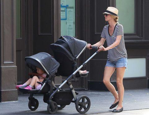 Nicky Hilton andando por las calles de Nueva York en compañía de sus hijos