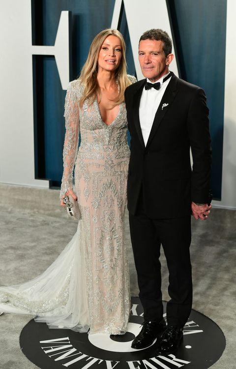 Antonio Banderas con su novia Nicole Kimpell en la fiesta de vanity Fair tras los oscar