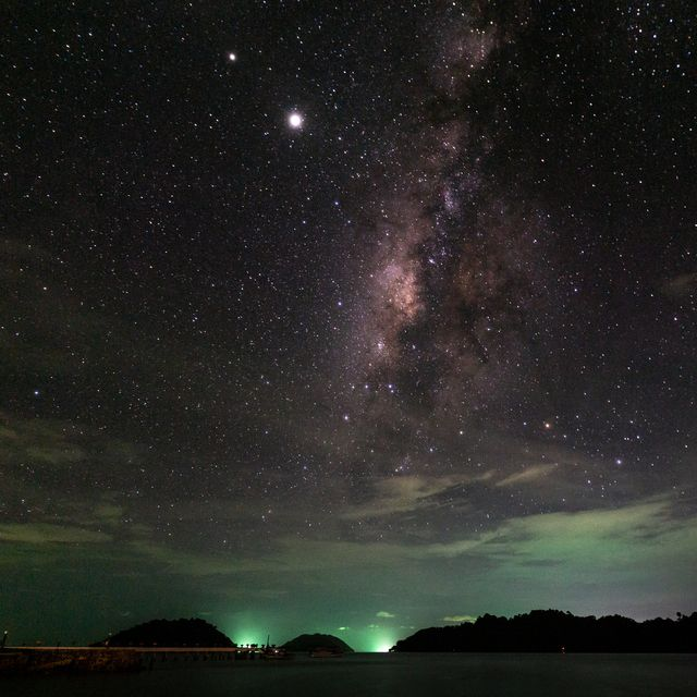 night sky at ko chang koh chang milky way by the sea with saturn and jupiter beside