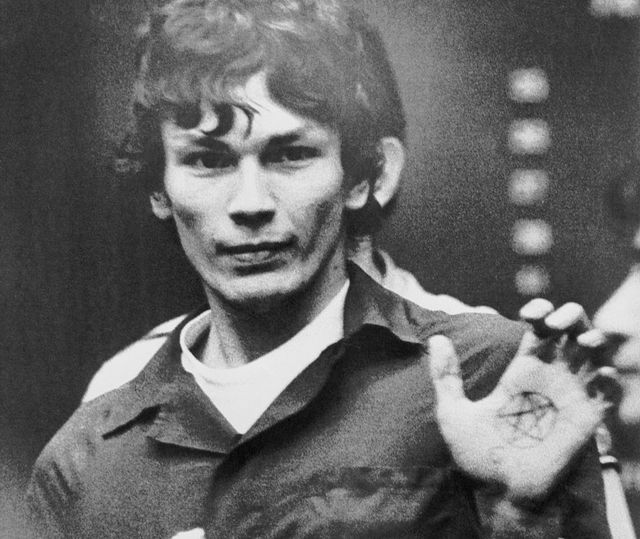 suspect richard ramirez, accused of being the los angeles area serial killer called the night stalker, flashes his left palm showing a pentagram, a symbol of satanic worship, at his former attorney joseph gallegos after he was replaced by 2 new attorneys ramirez pleaded innocent at the hearing to 68 felony counts, including 13 murder charges he was eventually found guilty