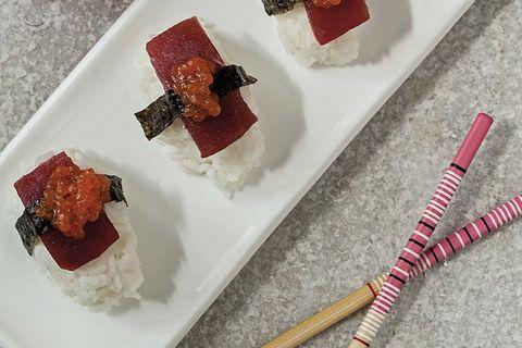 Niguiris de atún y caviar