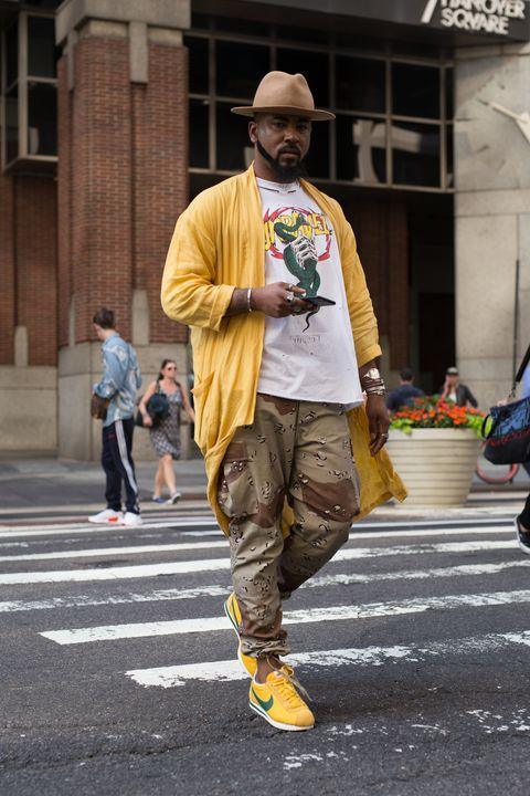 Convocar Almacén Amarillento  Street Style - 20 looks que demuestran que las Nike Cortez son lo más  moderno que hay