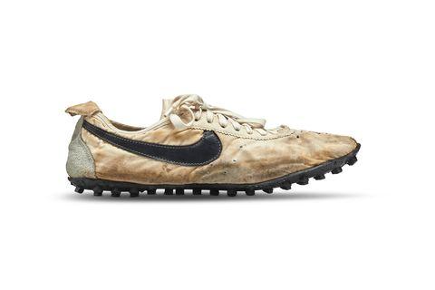 Footwear, Shoe, Beige, Brown, Outdoor shoe, Sneakers, Athletic shoe, Walking shoe, Sportswear, Brand,