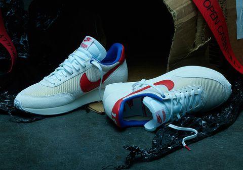 Las zapatillas de Nike.