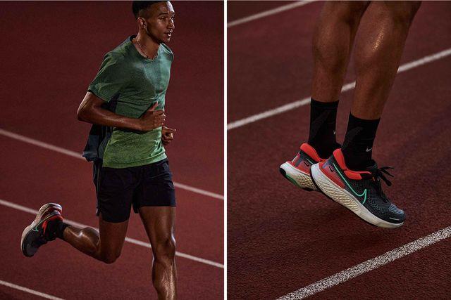un atleta corriendo en pista con la zapatilla de running nike zoomx invincible run