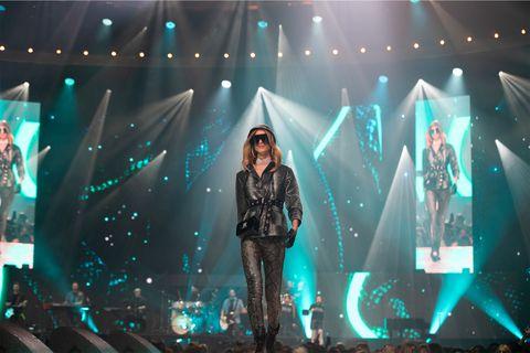 Performance, Entertainment, Stage, Performing arts, Concert, Rock concert, Light, Event, Music artist, Public event,