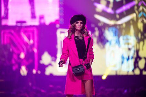 Violet, Purple, Performance, Fashion, Magenta, Pink, Lighting, Electric blue, Fun, Music artist,