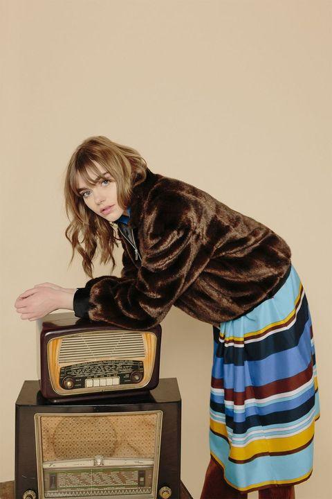 Radio, Radio receiver, Vintage clothing,
