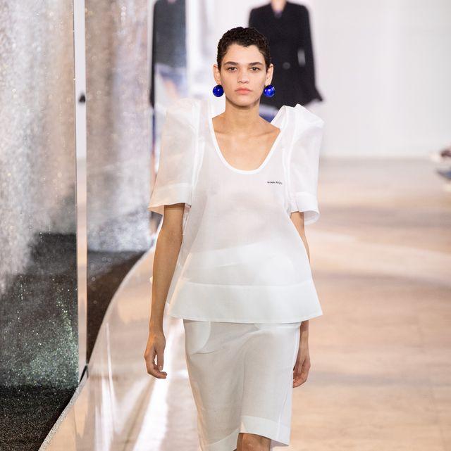 Fashion model, Fashion, Fashion show, White, Runway, Clothing, Shoulder, Beauty, Haute couture, Fashion design,