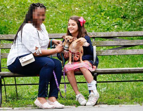 Suri Cruise con su niñera