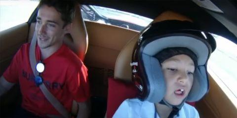 Niño de 6 años conduce Ferrari con Leclerc