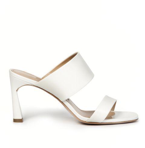 buy online 36ad8 f0ad3 Questi sandali bianchi sono la novità estate 2019 che aspettavi