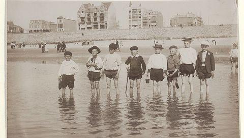 Strandleven in vroeger tijden