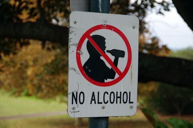 no alcohol sign in a public park