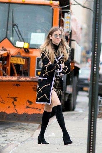 Human leg, Style, Street fashion, Boot, Knee, Winter, Thigh, Fashion model, Long hair, High heels,