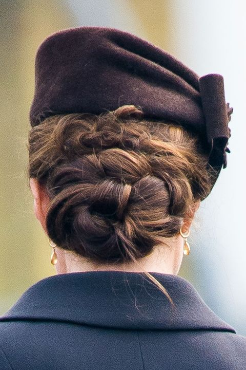 how does kate middleton style her hair kate middleton stealth wore a hairnet to keep hair 3995 | no hair net 1476308111