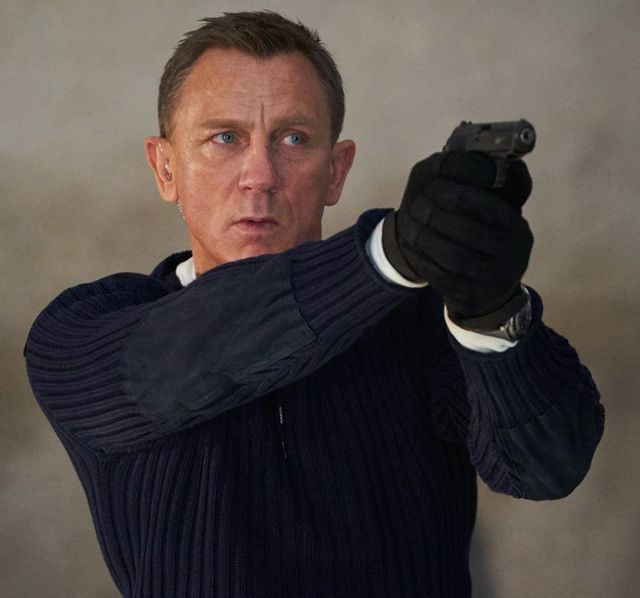 『007/ノー・タイム・トゥ・ダイ』でボンドが着用している最高のセーターが登場