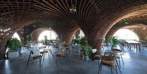 Nocenco Cafe, de VTN Architects. En Vinh, Vietnam. Hecho en bambú