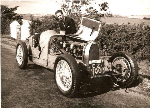 noel hillis with his race car