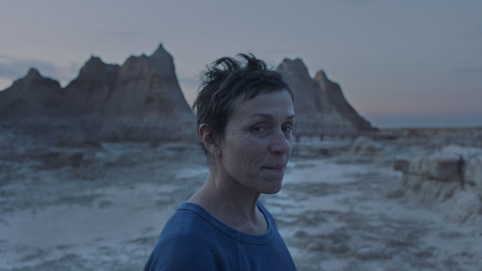 Nomadland è il film del giorno a Venezia per più di una ragione tra cui un'immensa Frances McDormand in profumo di Oscar
