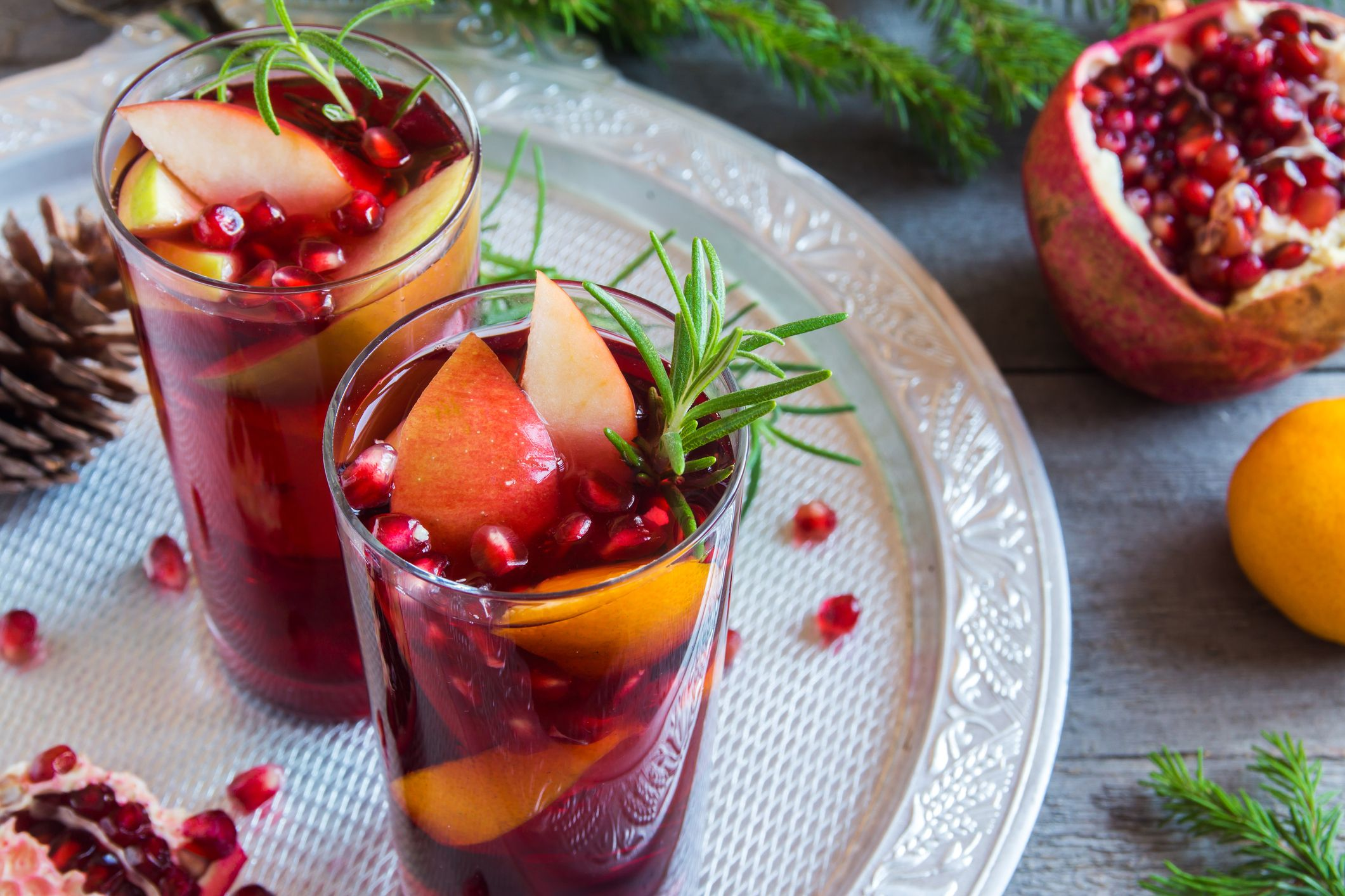 10 Best Non Alcoholic Christmas Drinks to Serve at Your Holiday Party