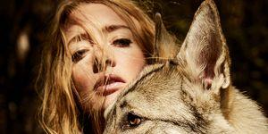 Noortje Herlaar met wolf