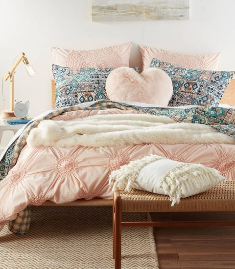 You Need Nordstrom's Cuddle Up Faux Fur Throw Blanket This Winter Magnificent How To Put Throw Blanket On Bed