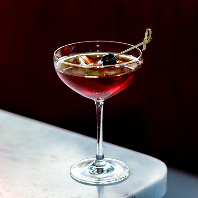 Liquid, Glass, Fluid, Drinkware, Stemware, Drink, Alcoholic beverage, Barware, Tableware, Alcohol,
