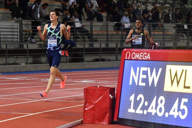 jakob ingebrigtsen entra a meta en los 5000 metros de florencia batiendo el récord de europa