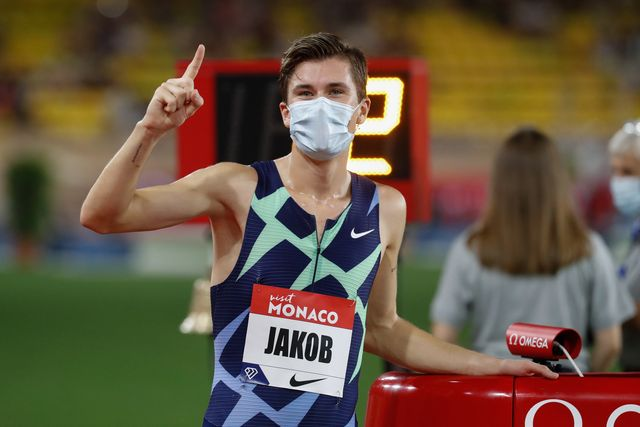 jakob ingebrigtsen celebra su segundo récord de europa de 1500 metros en la liga de diamante de mónaco