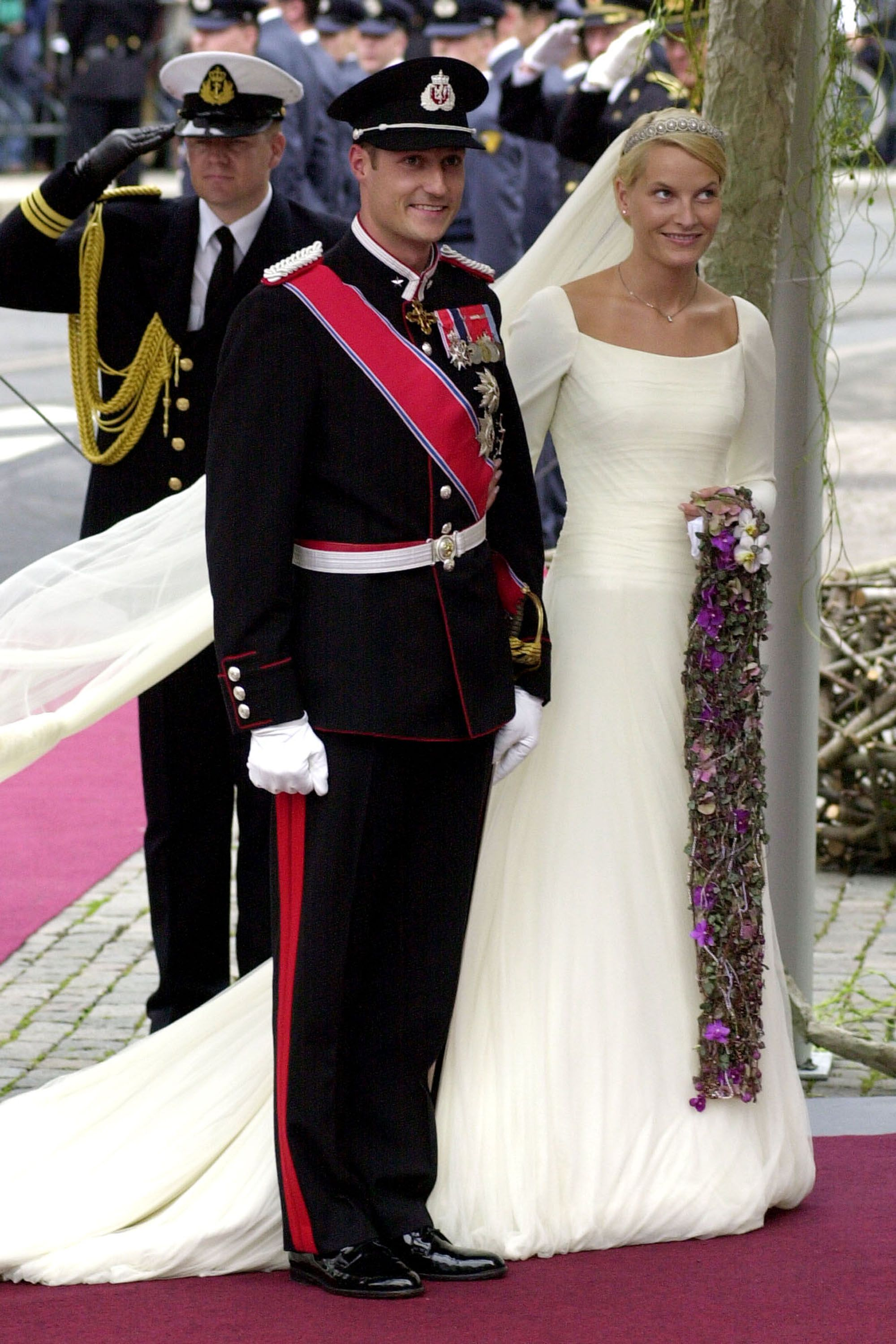 31 iconic royal wedding dresses best royal wedding gowns of all time junglespirit Images