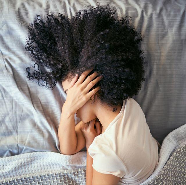 不快な朝を迎えずにすむように「寝起きの頭痛の原因と対処法」を医学博士が解説! 偏頭痛に悩む女性は、男性の約3倍の人数にものぼるという統計も。その中には、頭にズキズキとした痛みを感じながら朝目覚める人もいるのだそう。睡眠時間やホルモン、そしてカフェインやアルコールの摂取方法の見直し方など、原因別の治し方をご紹介します。