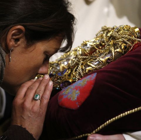 Notre-Dame de Paris cathedral. Adoration of the holy crown of thorns worn by Jesus Christ during the Passion.