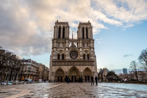 Sky, Landmark, Architecture, Building, Cathedral, City, Urban area, Gothic architecture, Place of worship, Medieval architecture,