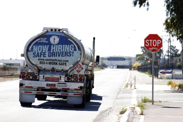 thiếu tài xế xe tải có thể dẫn đến thiếu xăng mùa hè