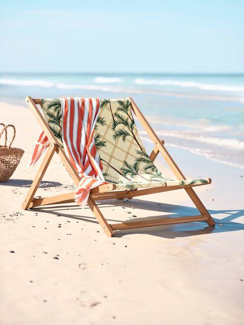 Toalla de playa y hamaca plegable de la nueva colección SOLBLEKT de IKEA